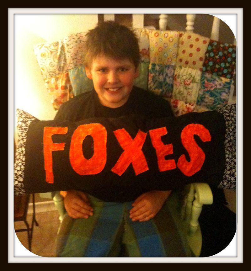 Foxes pillow rocker front