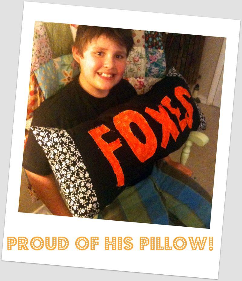 Foxes pillow rocker side